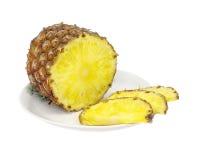 De ananas van de besnoeiing op plaat Royalty-vrije Stock Afbeelding