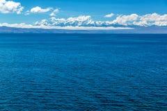 De Andes en Meer Titicaca Stock Afbeeldingen