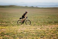 De andventureconcurrentie van de bergfiets Stock Afbeeldingen