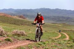 De andventureconcurrentie van de bergfiets Royalty-vrije Stock Fotografie