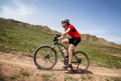 De andventureconcurrentie van de bergfiets Stock Afbeelding