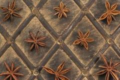 De anijsplant van de ster op oud hout Stock Foto's