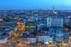 De antenne van Antwerpen bij schemering, België Stock Afbeeldingen