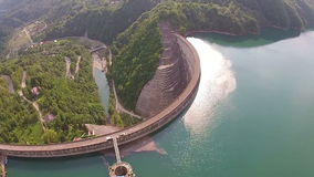 De antenne van de waterdam stock footage