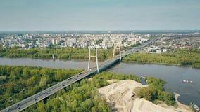 De antenne van de woonwijk van Warshau, Vistula-rivier wordt geschoten en guyed brug die Royalty-vrije Stock Foto's