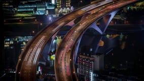 de antenne van 4K Timelapse van wegbrug met bezig verkeer in de stad van nigthtaipeh stock footage