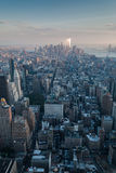 De antenne van New York bij schemer Stock Foto