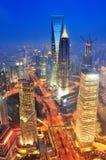 De antenne van Shanghai bij schemer stock foto