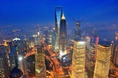 De antenne van Shanghai bij schemer royalty-vrije stock foto
