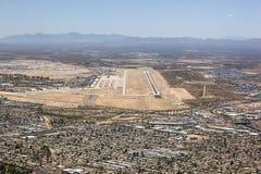 De antenne van Tucson, Arizona met baan en boneyard royalty-vrije stock fotografie