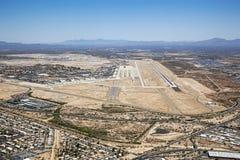 De antenne van Tucson, Arizona met baan en boneyard stock foto's