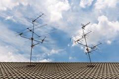De antennes van TV op het dak Royalty-vrije Stock Afbeelding