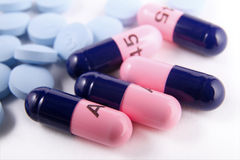 De antibiotische capsules en pillen van de pijnverlichter Royalty-vrije Stock Foto