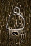 De antieke ketting smeedde scharnierend slot stock fotografie