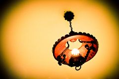 De antieke lamp hangt van het plafond Royalty-vrije Stock Afbeelding
