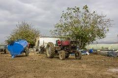 De antieke machine van het tractor rustieke roestige metaal Stock Afbeelding