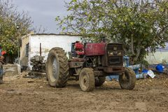 De antieke machine van het tractor rustieke roestige metaal Royalty-vrije Stock Foto