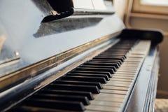 De antieke Sleutels van de Piano Stock Foto's