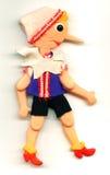 De antieke stuk speelgoed marionet van Pinocchio met een lange neus Stock Afbeeldingen