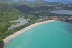 De Antillen, de Caraïben, Antigua, Mening meer dan Vijf Eilandendorp Stock Afbeelding