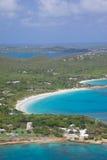 De Antillen, de Caraïben, Antigua, Mening van Grote Diepe Baai Royalty-vrije Stock Afbeelding