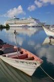 De Antillen, de Caraïben, Antigua, St Johns, Cruiseschip in St Johns Haven Stock Fotografie