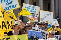De antiProtesteerders Maart van het Steenkoollaaggas op het Parlement Huis Stock Afbeeldingen