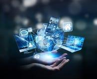De apparaten en de pictogrammen van technologie aan digitale aarde worden aangesloten die Stock Foto's