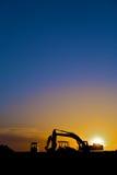 De apparatuur van de bouw in verticaal Silhouet, Royalty-vrije Stock Afbeeldingen