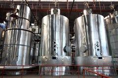 De apparatuur van de evaporator in een fabriek stock afbeelding