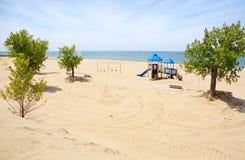 De apparatuur van de speelplaats op het strand Royalty-vrije Stock Afbeeldingen