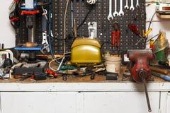 De apparatuur van de workshop Stock Afbeeldingen