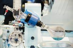 De apparatuur van het laboratorium Stock Afbeeldingen