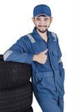 De Arabische workshoparbeider toont duim Stock Foto
