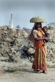 De Arbeid van de vrouw in India Stock Afbeeldingen