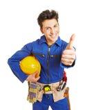 De arbeider met bouwvakkerholding beduimelt omhoog royalty-vrije stock foto