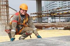 De arbeider van de bouwer bij bouwwerf Royalty-vrije Stock Fotografie