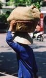 De arbeider van de vrouw in Hanoi Stock Fotografie