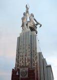 De Arbeider van het beeldhouwwerk en Kolkhoz Vrouw Stock Foto