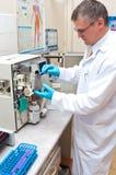 De arbeider van het laboratorium Stock Fotografie