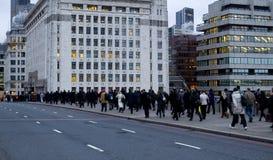 De arbeiders die van de stad gaan werken Royalty-vrije Stock Afbeelding