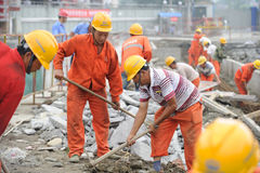 De arbeiders herstellen weg Royalty-vrije Stock Foto