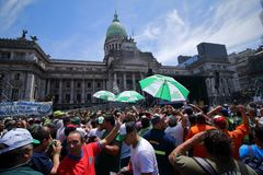 De arbeiders protesteren in het Argentijnse Congres stock afbeeldingen