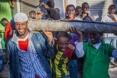 De arbeiders van de Merkatomarkt Addis Ababa ethiopië stock foto