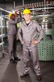De arbeiders volledige lengte van de fabriek royalty-vrije stock afbeelding