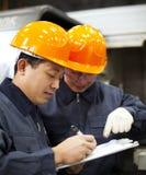 De arbeidersbespreking van de fabriek Royalty-vrije Stock Afbeeldingen