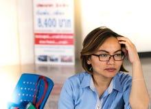 De arbeidersklassevrouwen gebruiken het idee Royalty-vrije Stock Fotografie