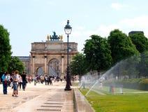 De Arc de Triomphe -Carrousel in de Tuileries-Tuinen Stock Fotografie