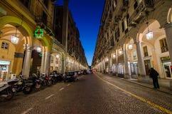 De arcades van via Paleocapa, Savona in Ligurië stock fotografie