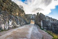 De archeologische plaats van Mycenae dichtbij het dorp van Mykines, met oude graven, reuzemuren en de beroemde leeuwenpoort royalty-vrije stock afbeelding